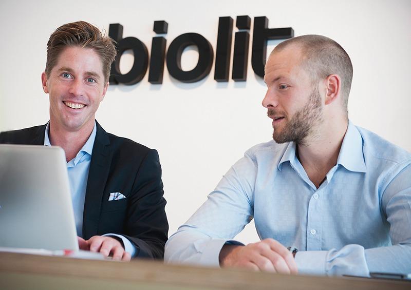 Två män på biolit